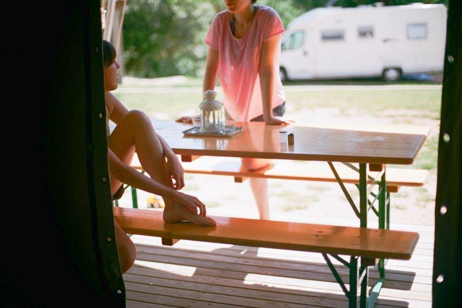 3-camping rupit-bungalow tent-terraza-glamping en la naturaleza
