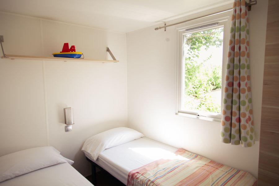 Camping Tucan-Mobil Home Marina-Mobil Home para 4 personas-habitacion niños