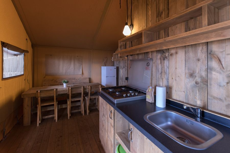 Camping Caballo de Mar Glamping dinner room kitchen Safari Glamping views on the beachfront