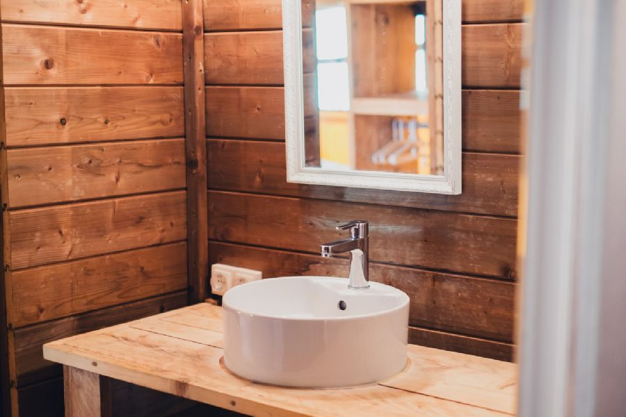 Camping Senia Caballo de Mar Toilet Glamping Woody glamping with family