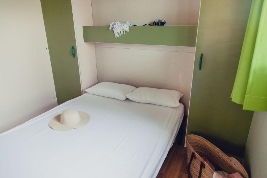 8-Camping Senia Riu cocina y baño-Bungalow Family para Familias
