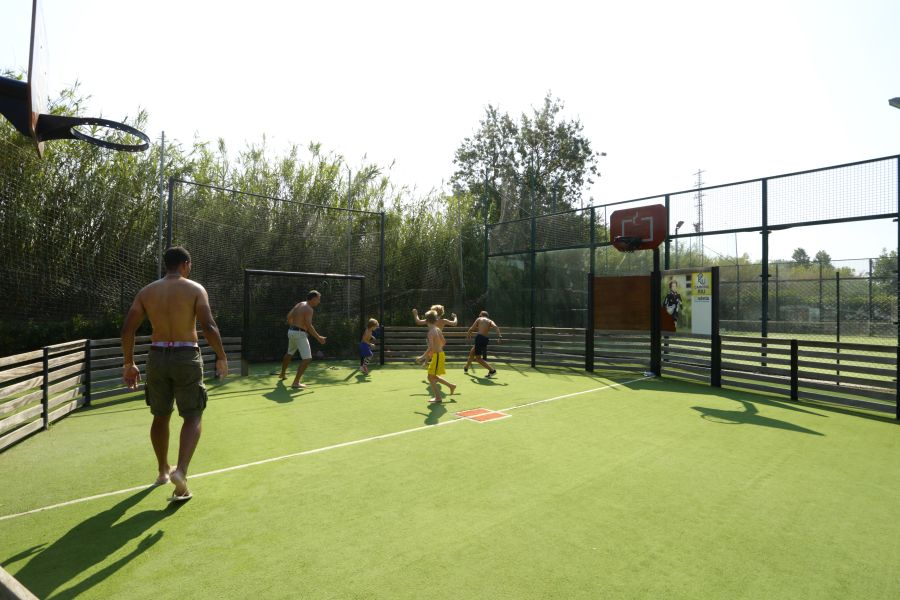 Senia Riu Activities Camping for teenagers basketball